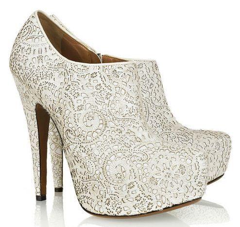 Hochzeit - Best Wedding Shoes For Winter Brides