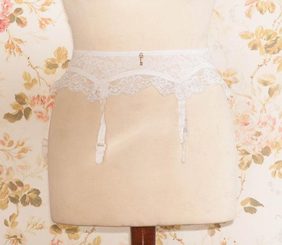 """Wedding - Vintage 1970s White Lace Garter Belt, Suspender Belt. Circumference: 26 - 27"""""""