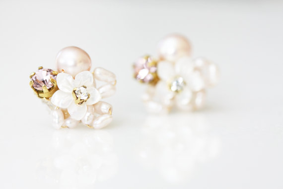 زفاف - Little Mother of Pearl Flower and Rhinestone Cluster Stud Earrings