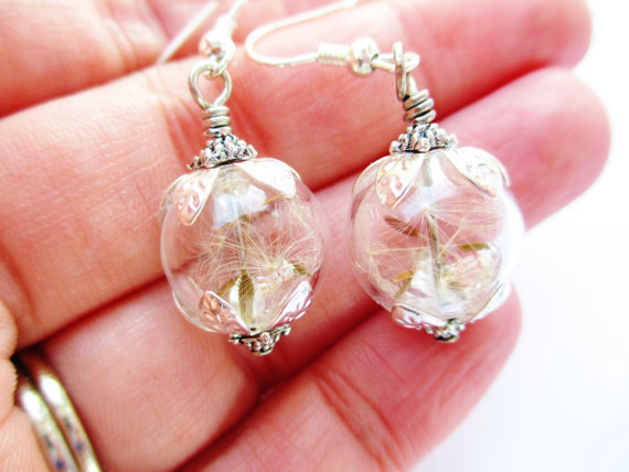 Свадьба - Dandelion Seed Glass Orb Terrarium Earrings, In Silver or Bronze, Bridesmaid Gifts, Nature Inspired Jewelry