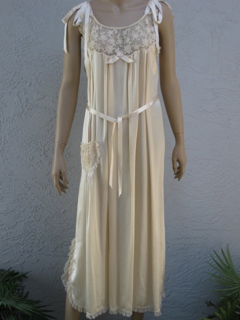 Свадьба - Moonlight Ivory Silk Nightgown With Tambour Lace...1920's Vintage Wedding Lingerie...Bridal Wear...Honeymoon Lingerie...Large