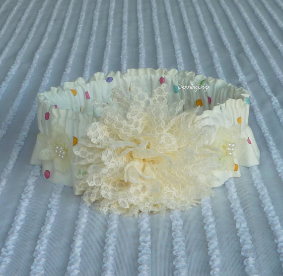 """Свадьба - Bridal or Special Occasion Dog Scrunchie Collar with ivory lacey flower - L: 16"""" to 18"""" neck"""