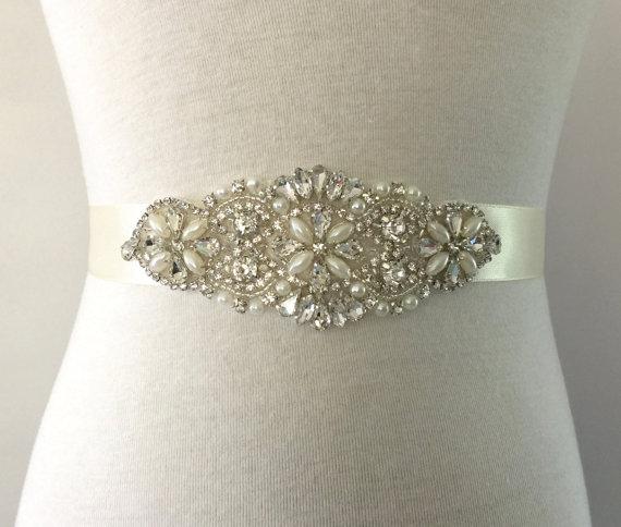 Mariage - Bridal Sash-Crystal Sash-Rhinestone Sash-Bride Sash-Wedding Dress Sash-Bridesmaid Sash-Applique Sash-Floral Pearl Crystal Applique Sash