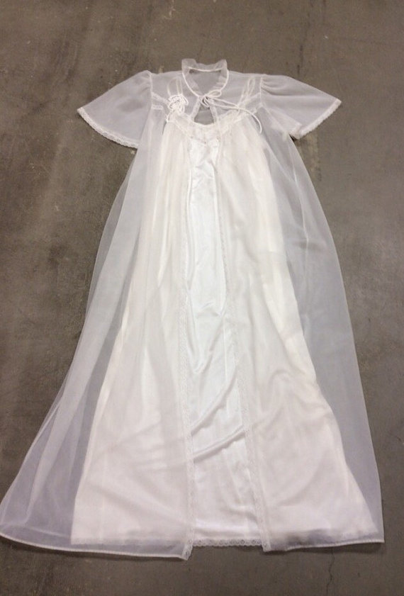 Mariage - 60's Deena Styled in California Peignoir White Robe and Gown Set. Wedding Night, Photo Shoot, Long Size Medium