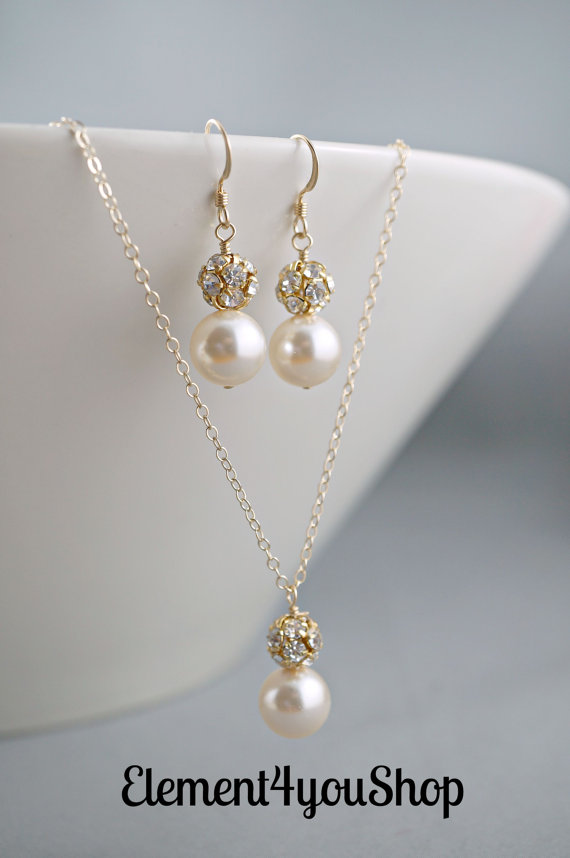 Mariage - Bridesmaid jewelry set, Swarovski cream pearls, Necklace earrings set, Bridal party gift, Wedding jewelry, Attendant gift, Gold rhinestones