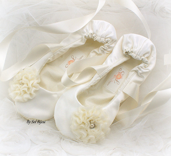 Mariage - Ballet Flats, Wedding, Bridal, First Communion, Lace Up, Slippers, Shoes, Flats, Flower Girl, Ivory, Satin, Pearls, Crystals, Elegant