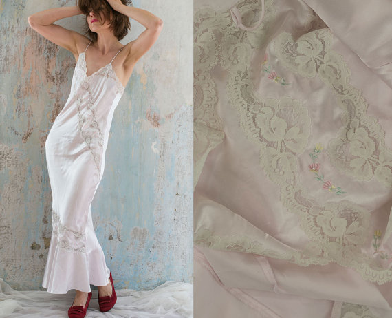 Wedding - Vintage 90s pink long nightgown / romantic lace maxi white Lace pearl embroidery nightgown by Presence/ M