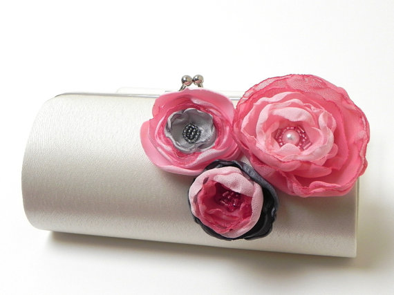 Свадьба - Ivory Gray Pink Bridal Clutch or Bridesmaid Bouquet Clutch - Kisslock Snap Frame - Rosey with a chance of Rain