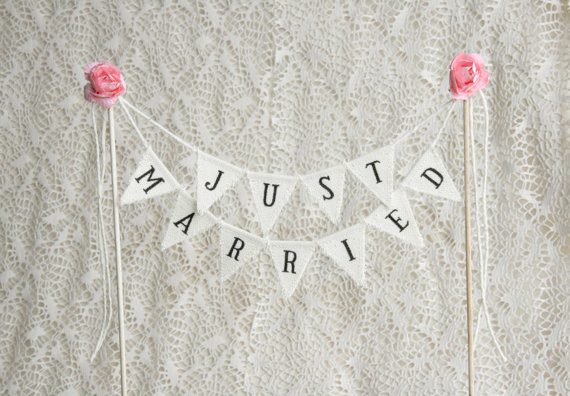 Свадьба - Just Married Wedding Cake Topper Banner, wedding vintage cake toppers, rustic wedding decor, rustic cake topper, Rustic Cake Banner