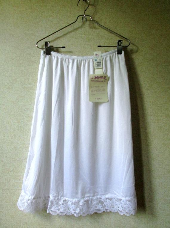 Свадьба - Half Slip white lace slip vintage 70s Mad Men style nylon slip non cling no static Antron women medium large Lorraine