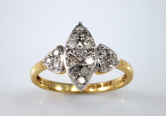 Mariage - Marquise Diamond Engagement Ring, Vintage Navette Ring, 9k 9ct