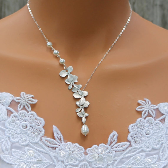 Mariage - Orchid Necklace Pearl Necklace Silver Orchids Wedding Jewelry Bridesmaids Necklace Bridesmaid Gift Pearl Wedding Jewelry Bridal Jewelry