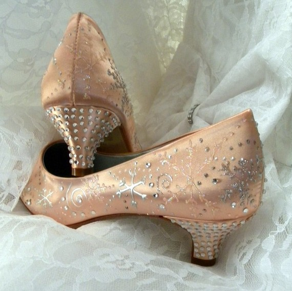 Свадьба - Coral Wedding Shoes , snowflakes and swirls , crystals shoes, winter wedding, coral wedding, bling shoes, rhinestone shoes, Desert Coral