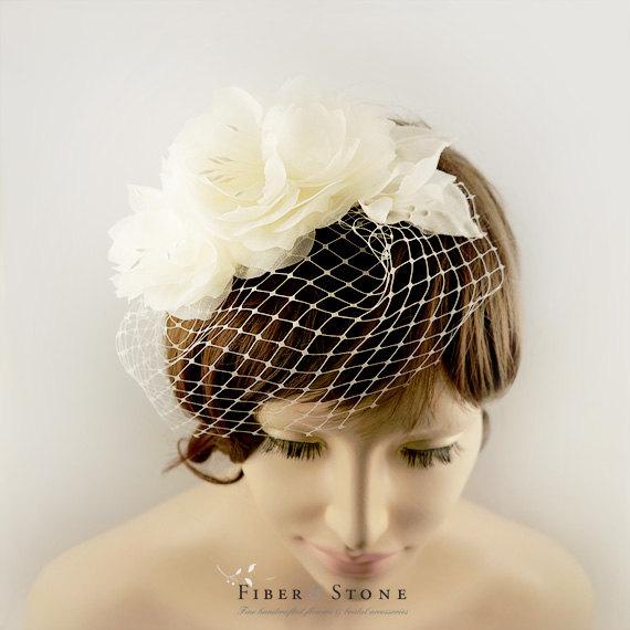 Mariage - SILK, Bridal Veil with Flower, Flower Birdcage Veil, Blusher Veil, Summer Spring Wedding Fascinator, Wedding Veil, Flower Wedding Headdress