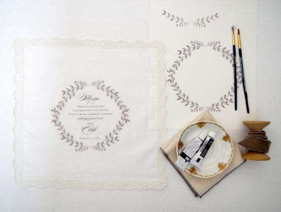 Mariage - Mother of the Groom Handkerchief.  Lace edge Handkerchief. Ivory handkerchief. Mother of the Bride Handkerchief