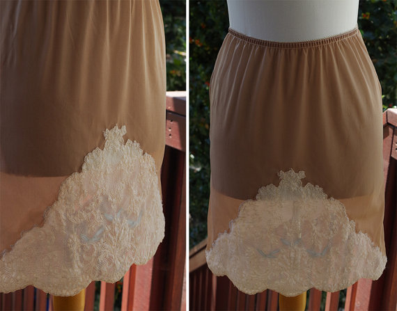 Свадьба - Little BIRD 1960's Vintage Light Brown Nylon Mini Skirt Slip with Cream White Lace // by Contessa // size Small Short