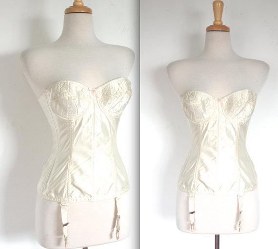 3601b7ffef Vintage 1950s Bustier    50s   60s White Satin Bullet Bra Bustier    Pin Up  Bridal    DIVINE