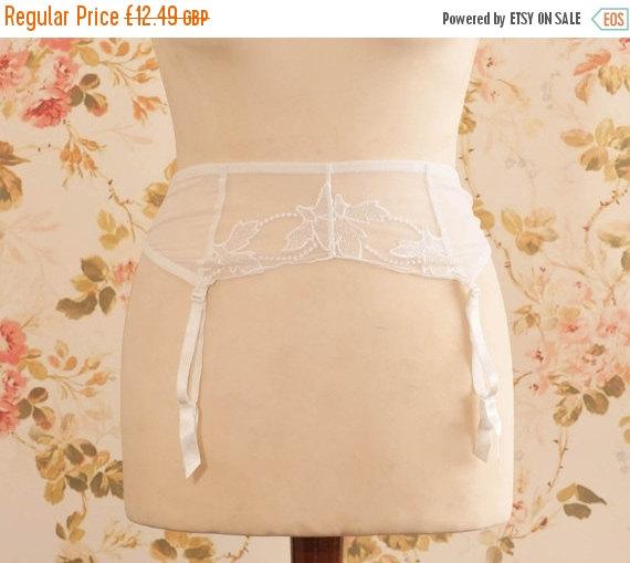 """زفاف - Vintage White Mesh Lace Garter Belt, Suspender Belt. Circumference: 22 - 29"""""""