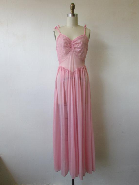Свадьба - 1950's - 1960's pink lace lingerie slip // vintage 50's - 60's pink lingerie // nightgown // medium //