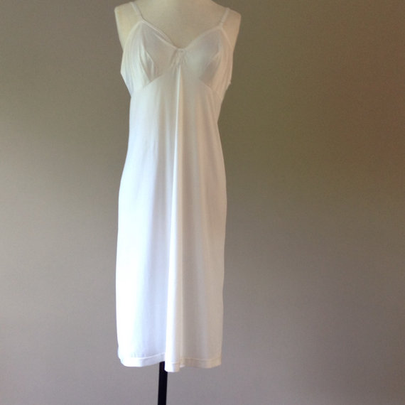 Hochzeit - 36 / Full Slip / Dress / White Nylon with Lace / Vintage Shapewear / Tea Length / by Vanity Fair / Size 36 L / FREE Shipping