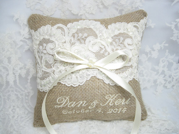 Свадьба - Burlap Ring Bearer Pillow, Lace Rustic Wedding Pillow, Burlap Ring Pillow, Custom, Personalized, Ring Pillow