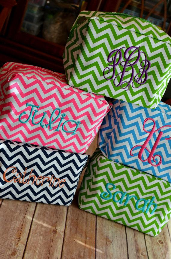 Hochzeit - Monogrammed Chevron Makeup Bag Mothers Day Wedding Bridesmaids Teacher Gift