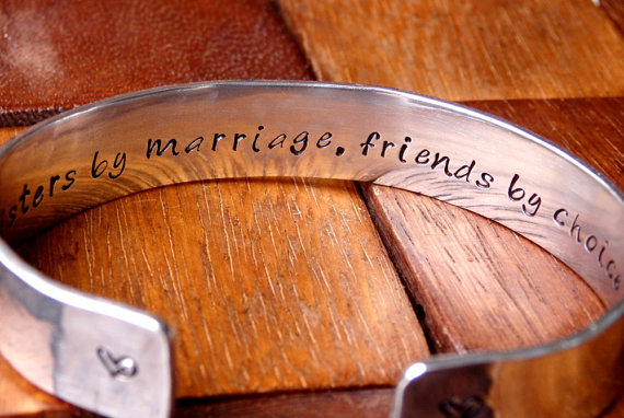 Mariage - Future Sister in Law Bracelet - Wedding Jewelry - Sisters by marriage, friends by choice - Bridal
