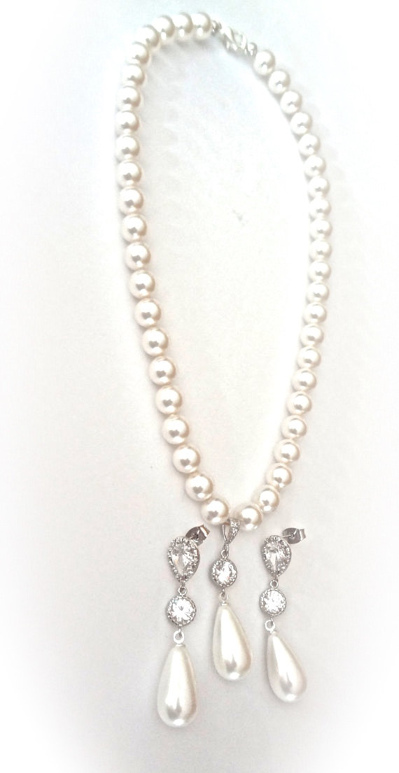 Свадьба - Brides pearl jewelry set ~ Swarovski pearls ~ Long shell pearl drops ~ Formal Jewelry ~ Brides jewelry set ~ Classic pearl set ~ BEST SELLER