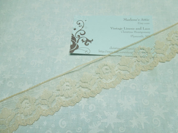 Свадьба - 1 yard of 1 1/4 inch Tan Chantilly Lace trim with a floral pattern for bridal, baby, altered couture, lingerie by MarlenesAttic - Item J3