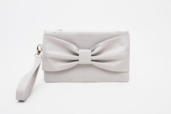 Свадьба - Promotional sale   - -Silver grey bow wristelt clutch,bridesmaid gift ,wedding gift ,make up bag,zipper