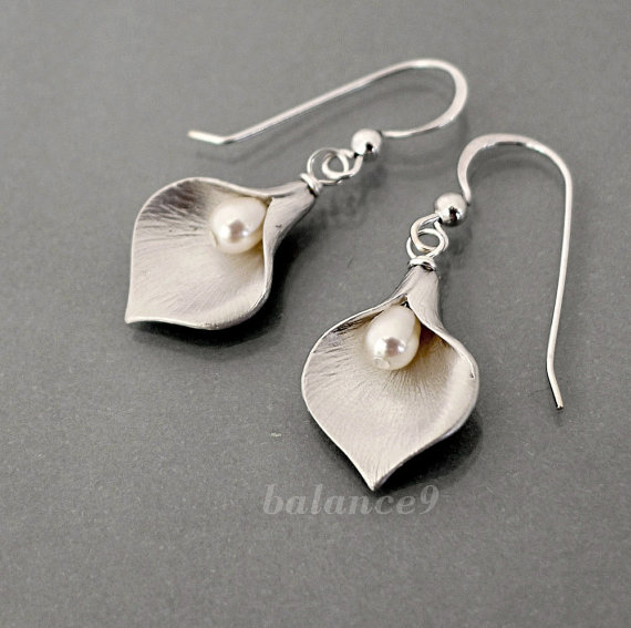 Mariage - Calla Lily Earrings, Sterling silver ear wire, delicate flower drop dangle, pearl, bridesmaid gift wedding jewelry, everyday, by balance9