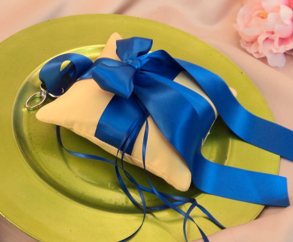 Свадьба - Pet Ring Bearer Pillow Large Size...Made in your custom wedding colors...show in yellow/royal blue cobalt