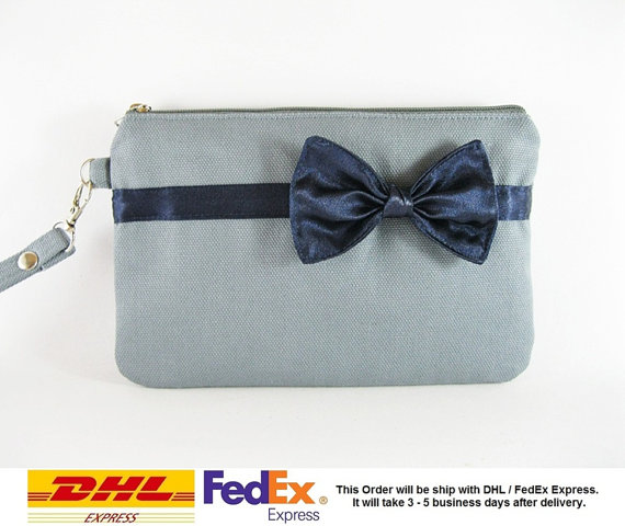 Mariage - SUPER SALE - Set of 5 Gray with Little Navy Blue Bow Clutches - Bridal Clutches,Bridesmaid Wristlet,Wedding Gift,Zipper Pouch- Made To Order