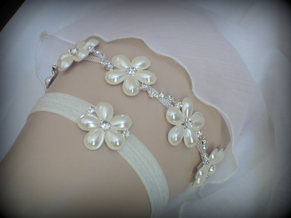 Свадьба - Luxury Garter Set, Wedding Garter Set, Ivory Garter, Rhinestone garter, Modern Garter Set