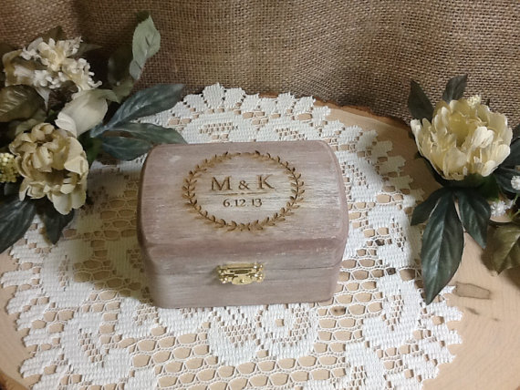 Mariage - Rustic Ring Bearer Box, Wedding Ring Box, Shabby Chic Ring Box, Country Barn Box, Pillow Ring, Personalized Ring Box, Engraved Ring Box