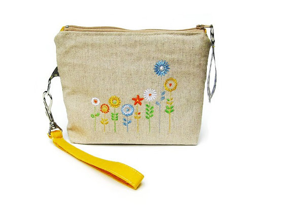 Свадьба - Wristlet purse, bridesmaid's wedding purse, make up bag, iPhone pouch, prom clutch bag, flowers embroidery, yellow cotton, beige linen.