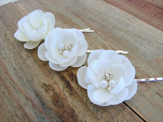 Small white bridal hair pins flower fascinator wedding accessories small white bridal hair pins flower fascinator wedding accessories rhinestone crystal pearls head piece silk flower clips bride floral pins mightylinksfo