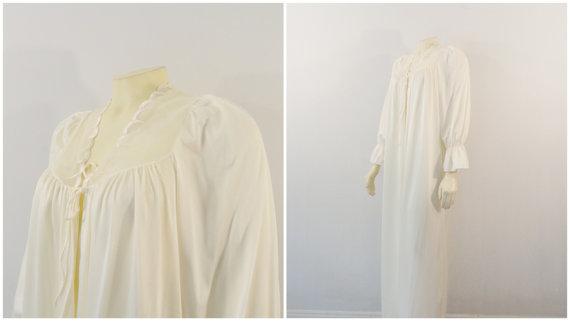Свадьба - Vintage Dressing Gown Robe Olga Peignoir 94022 Ivory Cream Full Length Possibly Bridal  Size Medium Modern  M - L