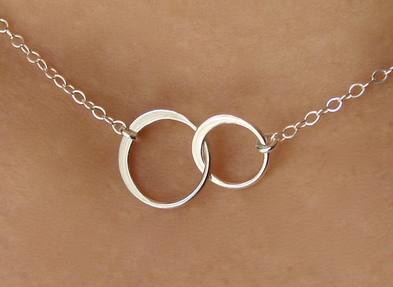 Mariage - Circle Necklace. Silver Circle Necklace. Interlocking Circle Necklace, Double Circle Necklace, Two Circle Necklace, Bridal Jewelry, Wedding