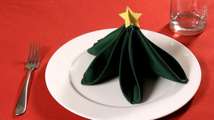 Mariage - How To Fold A Napkin Into A Christmas Tree