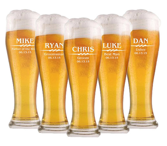 Hochzeit - Groomsmen Gift, 6 Personalized Beer Glasses, Custom Engraved Pilsner Glass, Wedding Party Gifts, Gifts for Groomsmen, 16oz Glasses