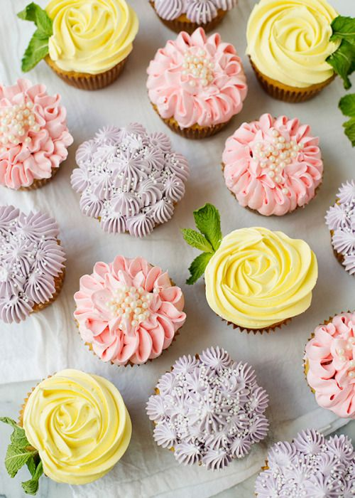 زفاف - Flower Cupcakes [Roses, Zinnias, And Hydrangeas]