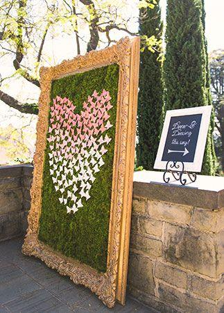 Свадьба - The Latest Wedding Flower Trend? Framed Florals