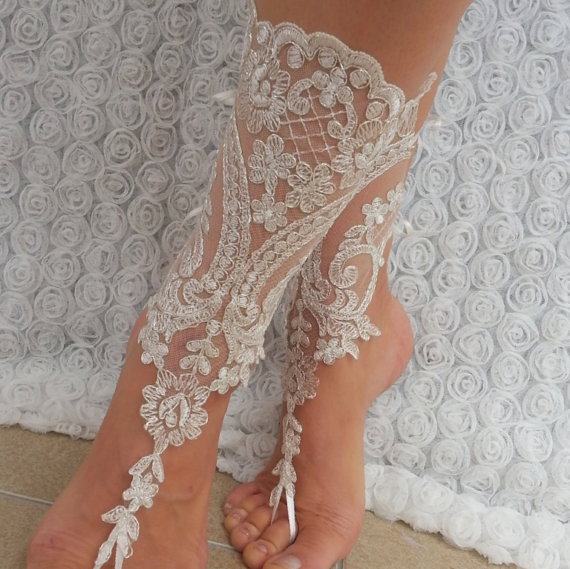 Свадьба - ivory Beach wedding barefoot sandals, Ivory Barefoot Sandals, Sexy, Yoga, Anklet , Bellydance, Steampunk, Beach Pool
