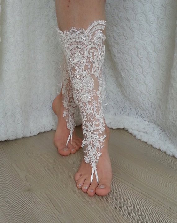 Свадьба - ivory Barefoot , french lace sandals, wedding anklet, Beach wedding barefoot sandals, embroidered sandals.