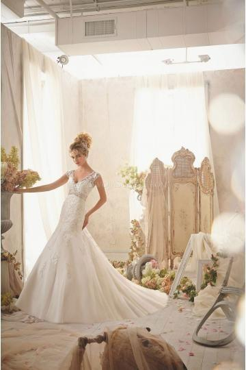 Mariage - Slim With V-neck Applique With Beading Wedding Dresses