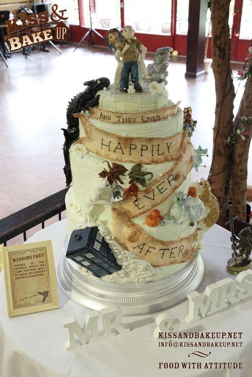 The Ultimate Geek Wedding Cake When Geeks Wed 2360433 Weddbook