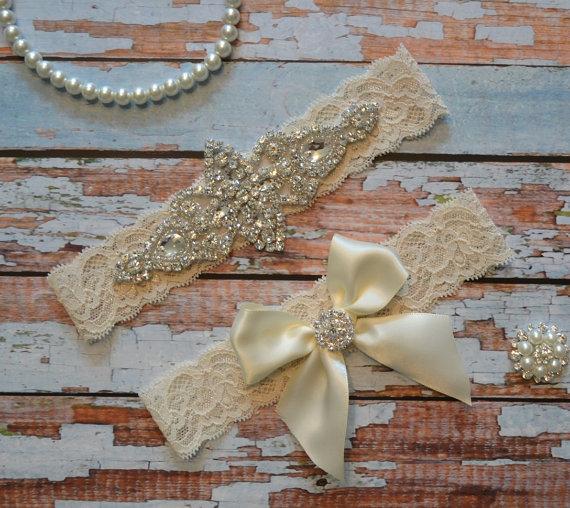 Mariage - Rhinestone Wedding Garter Set, Elegant Bridal Garter Set, Ivory Stretch Lace with A Rhinestones Applique, Ivory Bow With Rhinestone Toss