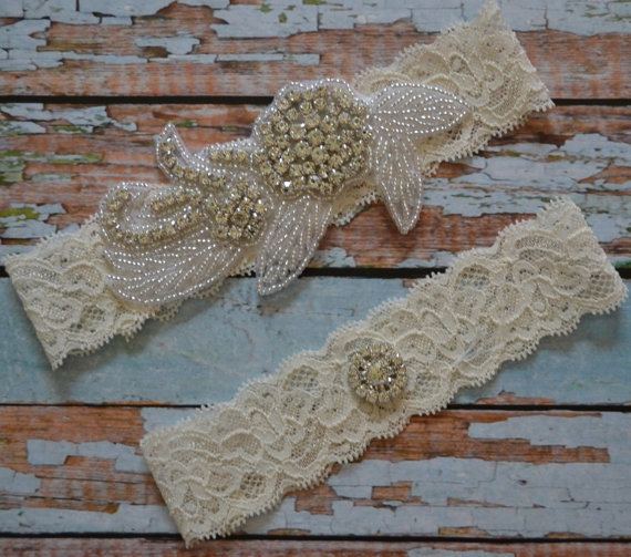زفاف - Wedding Garter, Unique Rhinestone Wedding Garter Set, Elegant Bridal Garter Set, Ivory Stretch Lace with A Crystal Rhinestones Applique