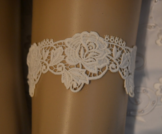 زفاف - Ivory or White Venise / Venice Lace Wedding Garter, Elegant Ivory or White Venice Lace Bridal Garter, Unique Vintage Style